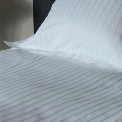 Linge de Lit blanc bandes satin polypercale